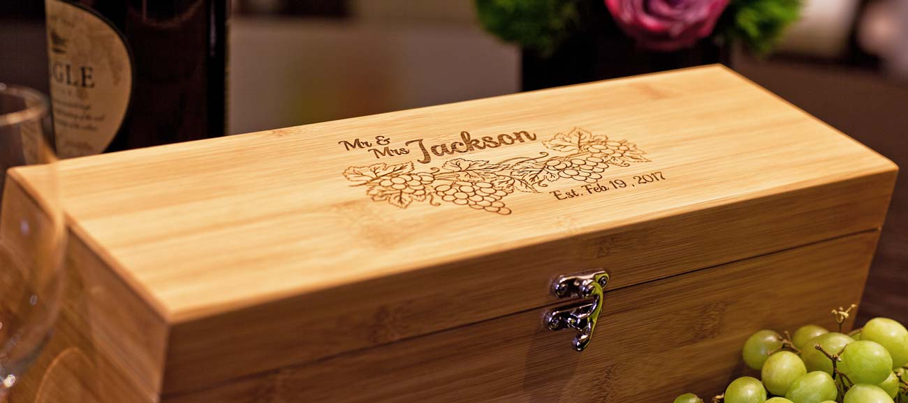 This personalized Wine Box is a great Wedding Gift for the Bridal Pair